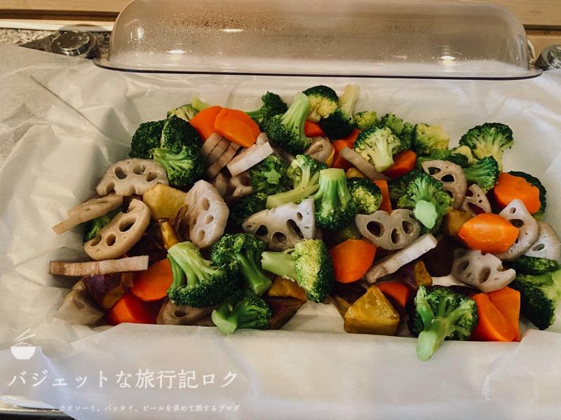 成田空港ユナイテッド航空・ユナイテッドクラブ・ラウンジ(野菜を茹でたもの)