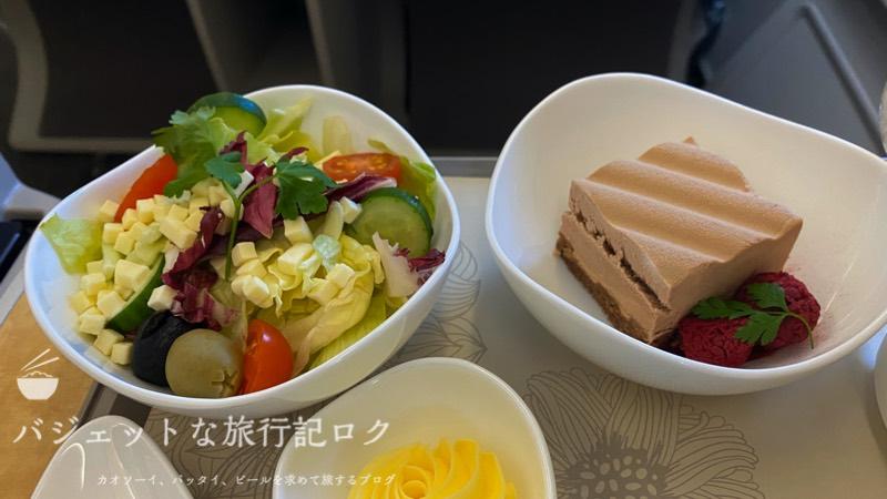 アシアナ航空A330-300ビジネスクラス2連続搭乗記(チーズを添えたサラダとチョコレートムースケーキ)