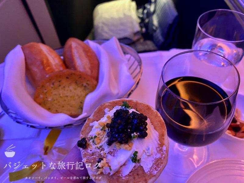 マレーシア航空A350-900ビジネススイート搭乗記(これが上流階級で食されているキャビアというものか)
