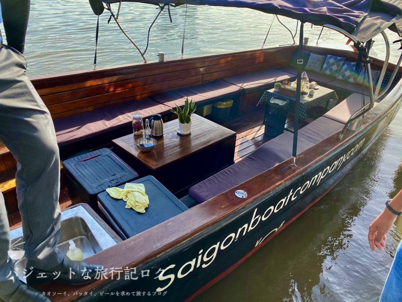 サイゴン川クルーズなら朝食からディナーまで(やはりボートは小さかった...)