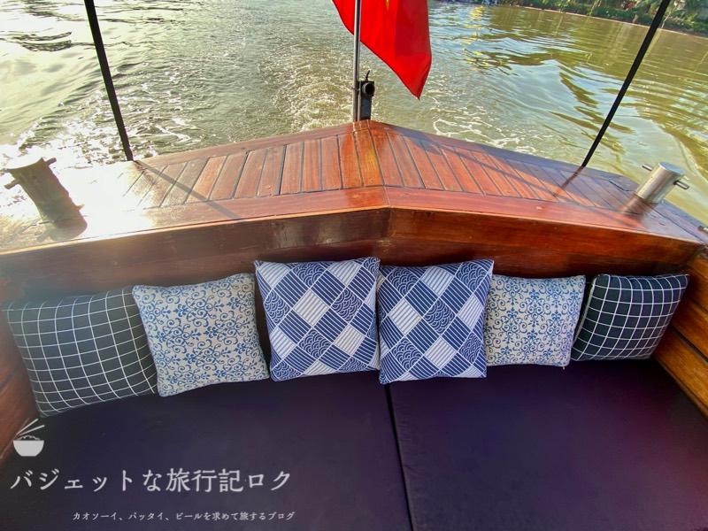 サイゴン川クルーズなら朝食からディナーまで(ずーっとボート奥のシートに座ってました)