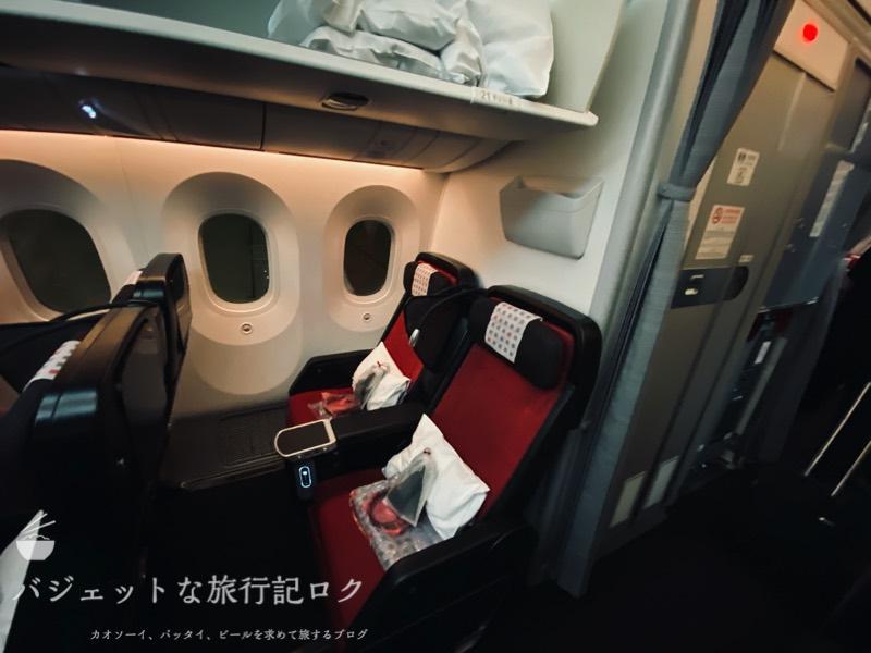 JAL国際線プレミアムエコノミー搭乗記(エンジカラーのプレエコシート)