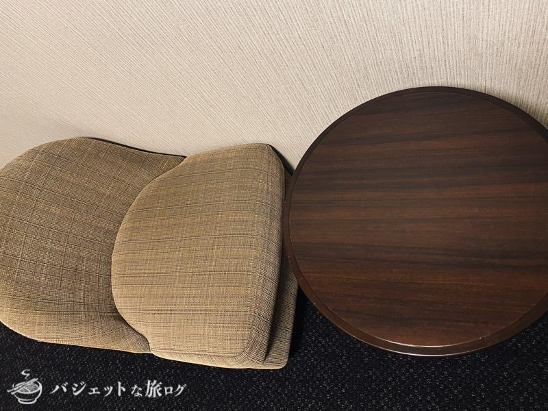 【宿泊記】リッチモンドホテル山形駅前(テーブルとソファ)