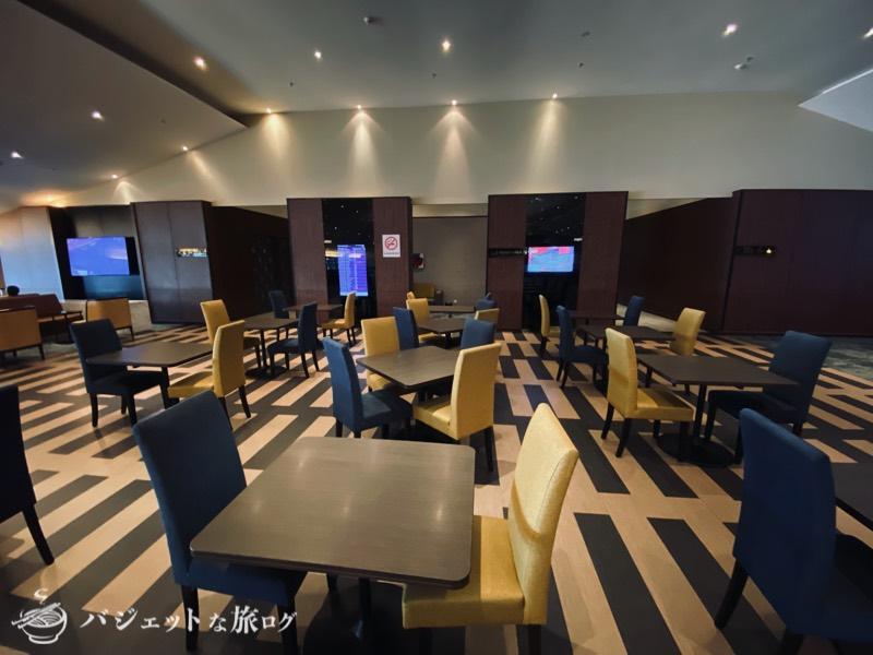 クアラルンプール国際空港・マレーシア航空サテライト側ビジネスクラス・ゴールデンラウンジ(テーブル席)