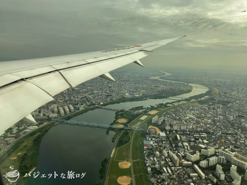 JALで羽田から伊丹へ移動(伊丹空港近くの上空)