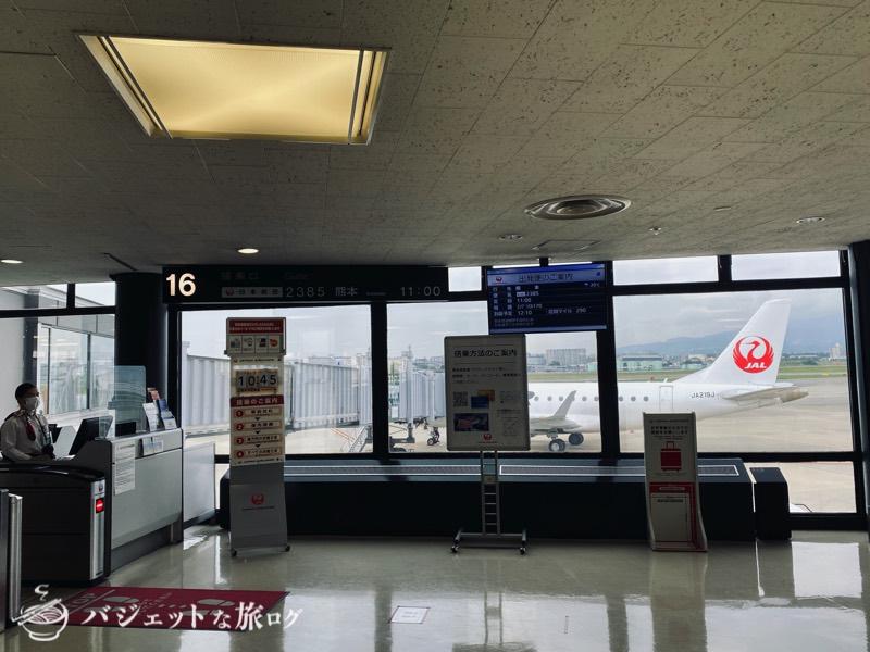 伊丹空港16番搭乗口、視界不良なら引き返すという条件付きフライトとなるアナウンスが流れた