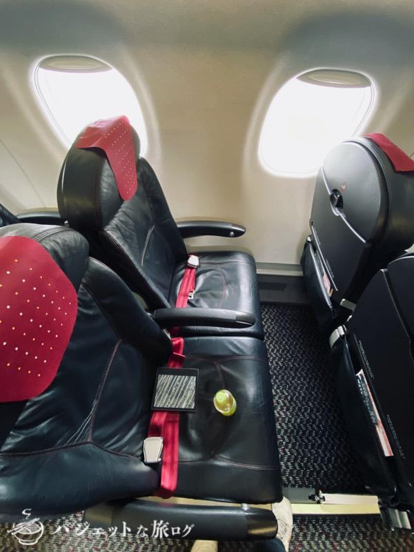 JALで羽田から伊丹へ移動(エンブラエル170の普通席座席)