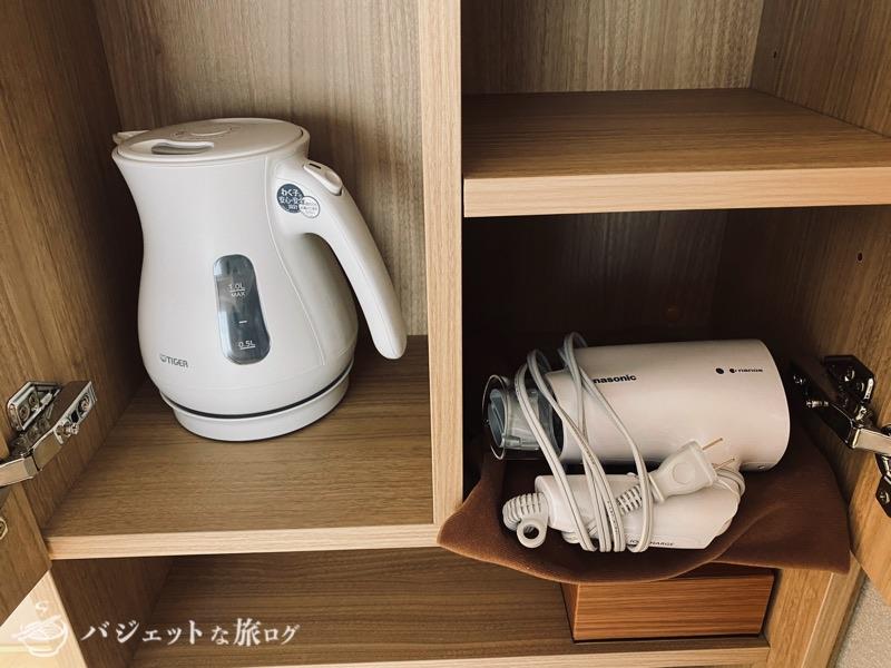 沖縄逸の彩 温泉リゾートホテルのブログ宿泊記レビュー(客室のポットとドライヤー)