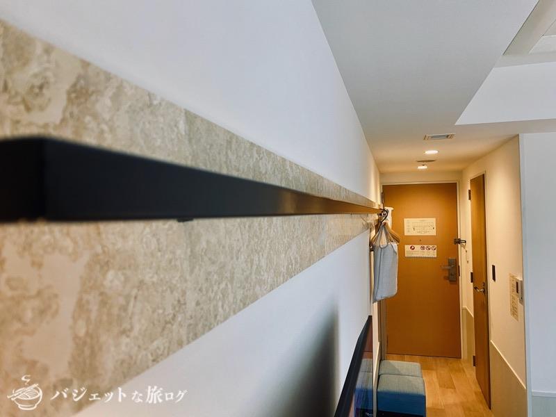 沖縄逸の彩 温泉リゾートホテルのブログ宿泊記レビュー(衣類かけのレールが長い)