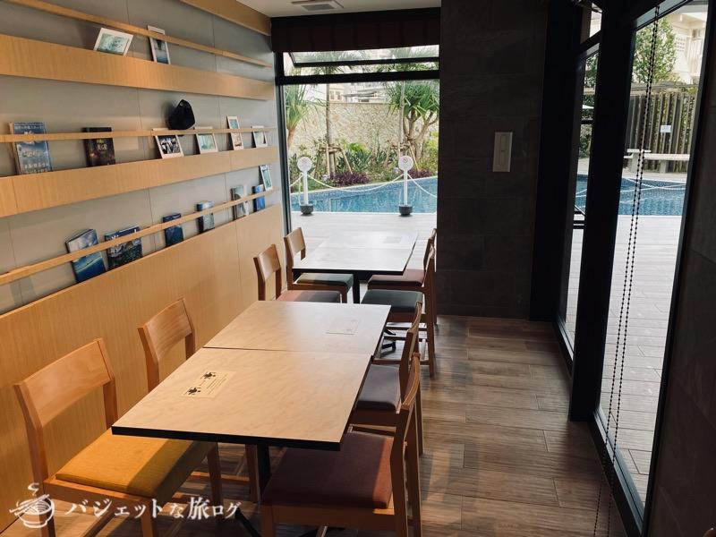 沖縄逸の彩 温泉リゾートホテルのブログ宿泊記レビュー(食堂からプールが見える)