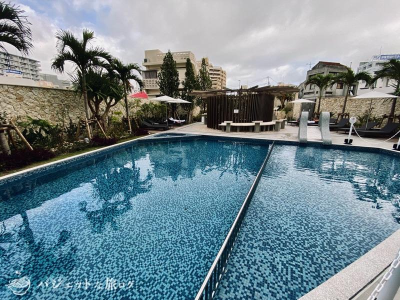 沖縄逸の彩 温泉リゾートホテルのブログ宿泊記レビュー(子供向けにはほどよい大きさのプール)