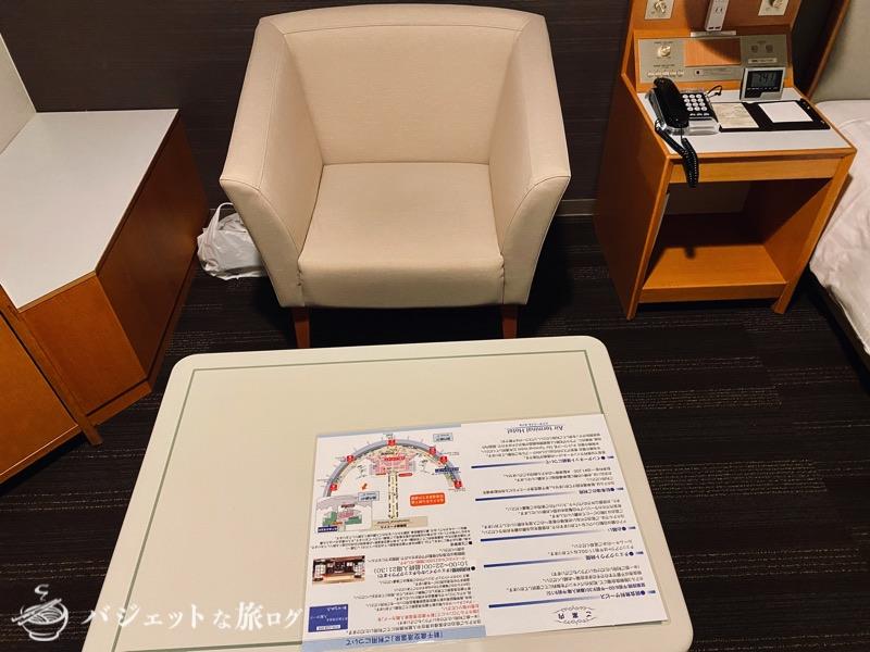 新千歳空港「エアターミナルホテル」ブログレビュー(客室のソファとテーブル)