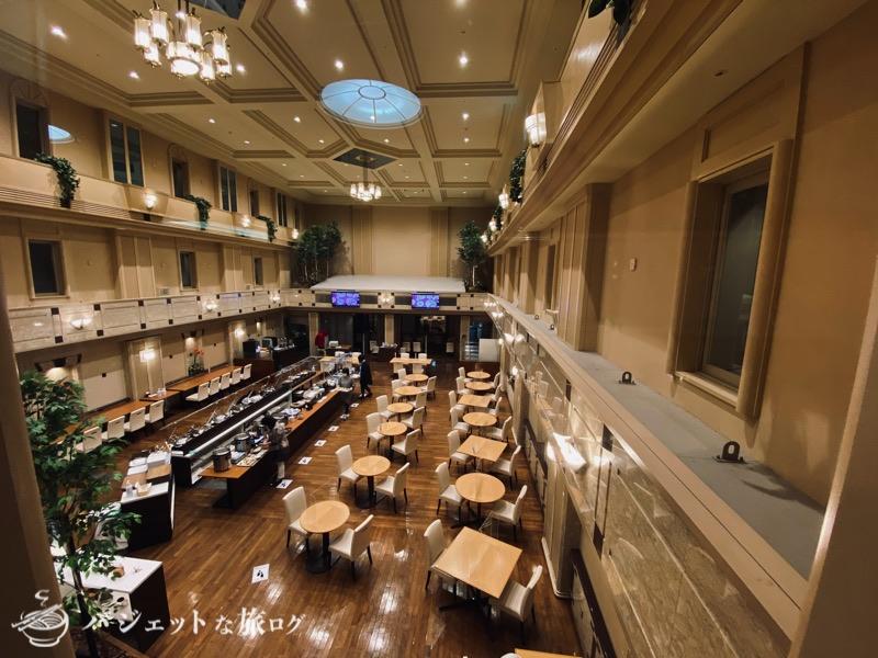 新千歳空港「エアターミナルホテル」ブログレビュー(上の階から朝食会場を眺める)