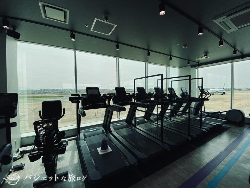エニタイムフィットネス福岡空港(航空機をみながらトレッドミルでランニングハイへ)