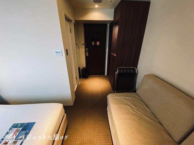 ブログ・口コミレビュー「ホテルアクアチッタナハ by WBF」(窓側から客室を見る)