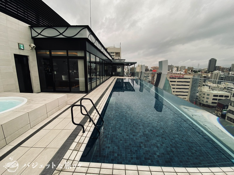 ブログ・口コミレビュー「ホテルアクアチッタナハ by WBF」(パタヤのとあるホテルを彷彿とさせるプール)