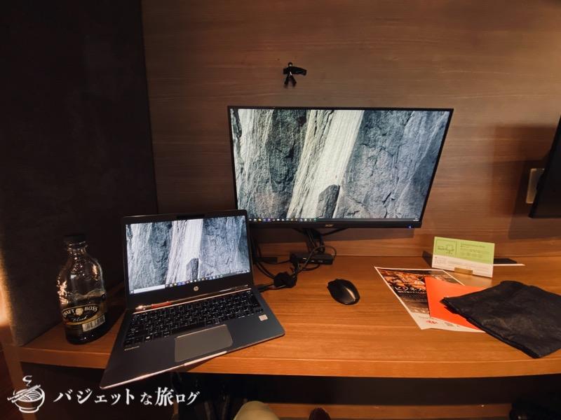 沖縄・タイムスビルにあるシェアオフィス・コワーキングスペース「howlive(ハウリブ)」(この日のリモートワーク)