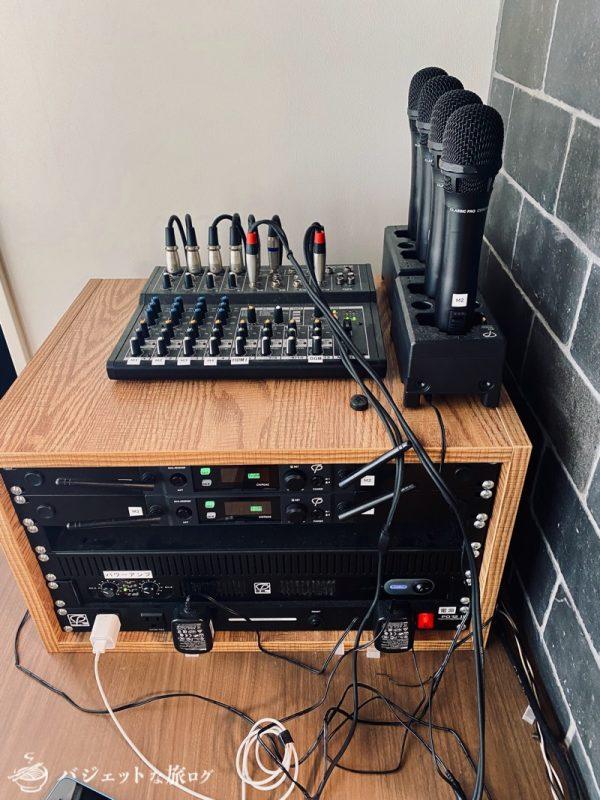 沖縄・タイムスビルにあるシェアオフィス・コワーキングスペース「howlive(ハウリブ)」(イベントで使われると思われる音響設備)