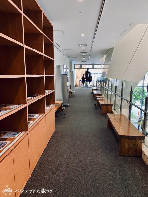 沖縄・タイムスビルにあるシェアオフィス・コワーキングスペース「howlive(ハウリブ)」(タイムスビル2F入り口前)