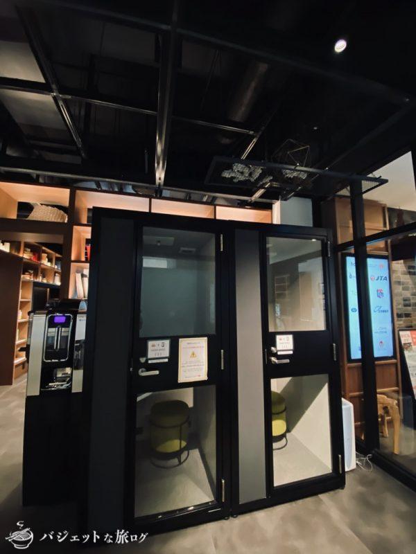 沖縄・タイムスビルにあるシェアオフィス・コワーキングスペース「howlive(ハウリブ)」(一人用のフォーンブース)